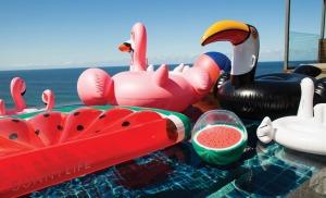 sunnylife-watermelon-beach-ball01-1170x713