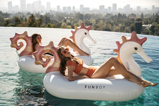 funboy-seahorse-pool-float_2470201a-a264-465f-8a4d-9d4a650f65e8_800x